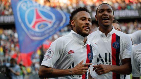 psgs-neymar-celebrates-goal-with-teammates