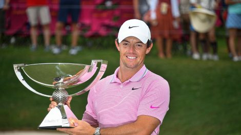 rory-mcilroy-holds-up-fedex-cup-trophy