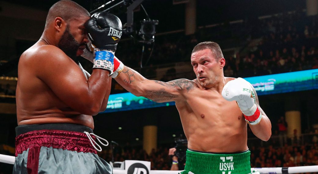Oleksandr-Usyk-punches-Chazz-Witherspoon-in-heavyweight-boxing-bout