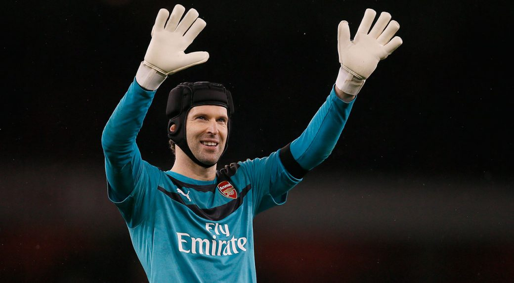 Former Chelsea standout Petr Cech makes hockey debut in England
