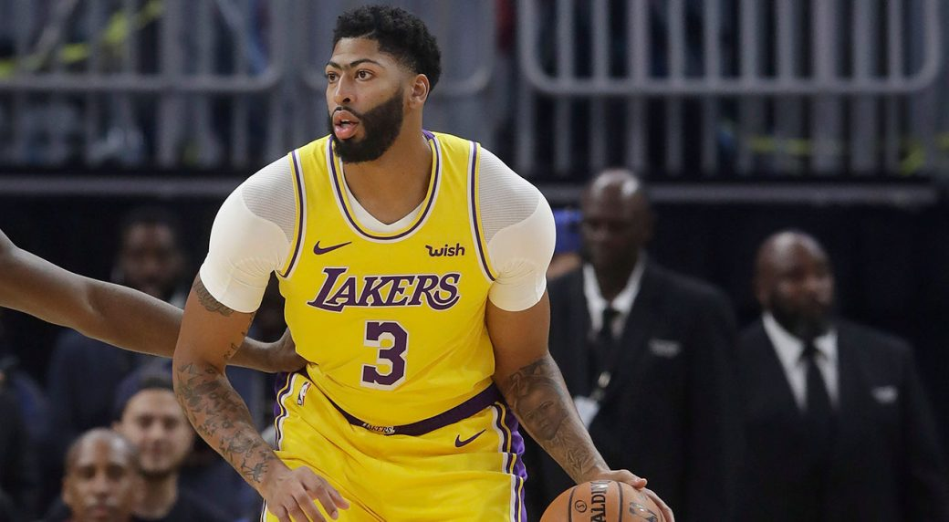 Lakers F Davis sprains thumb