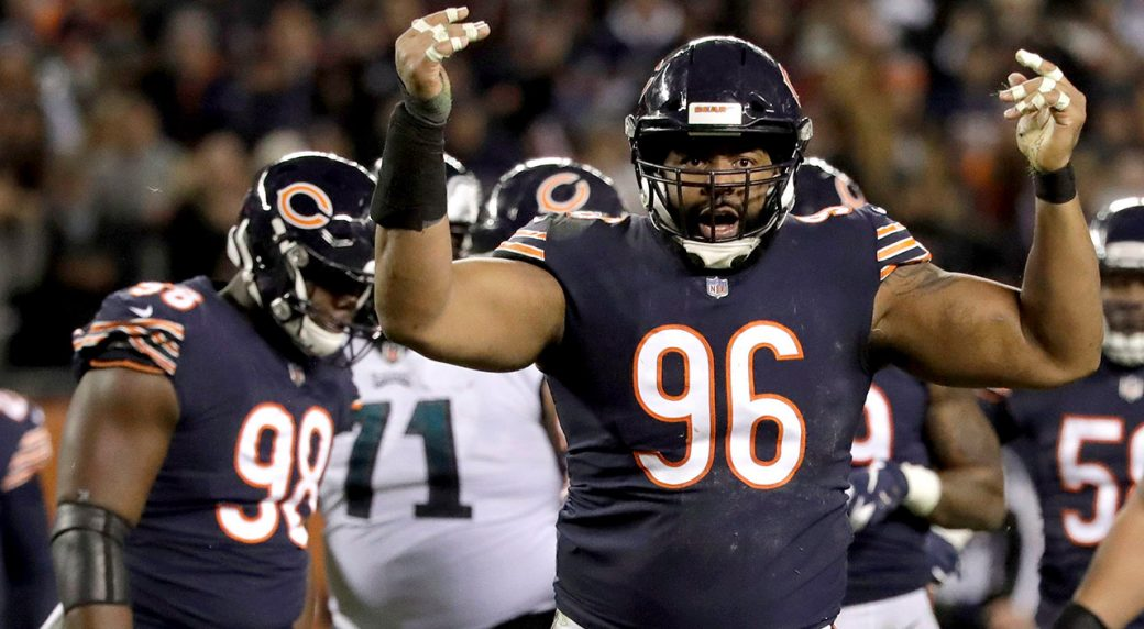 bears-akiem-hicks-celebrates-tackle-against-eagles