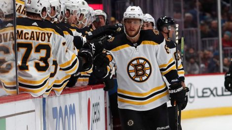bruins-david-pastrnak-celebrates-goal-with-teammates