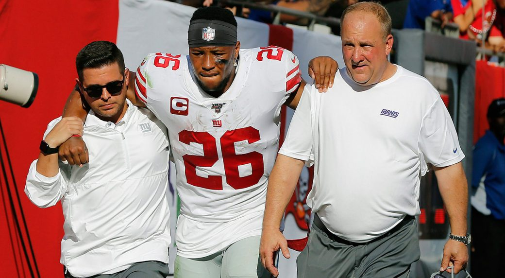 giants-saquon-barkley-helped-off-field-with-injury