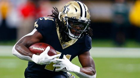 saints-running-back-alvin-kamara-carries-the-ball