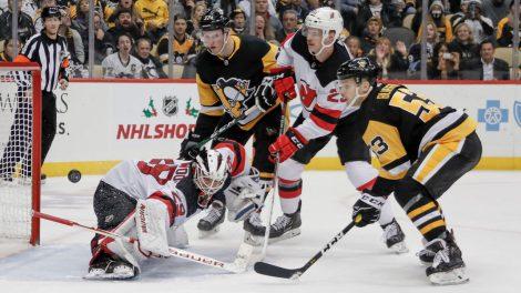 penguins-score-goal-devils