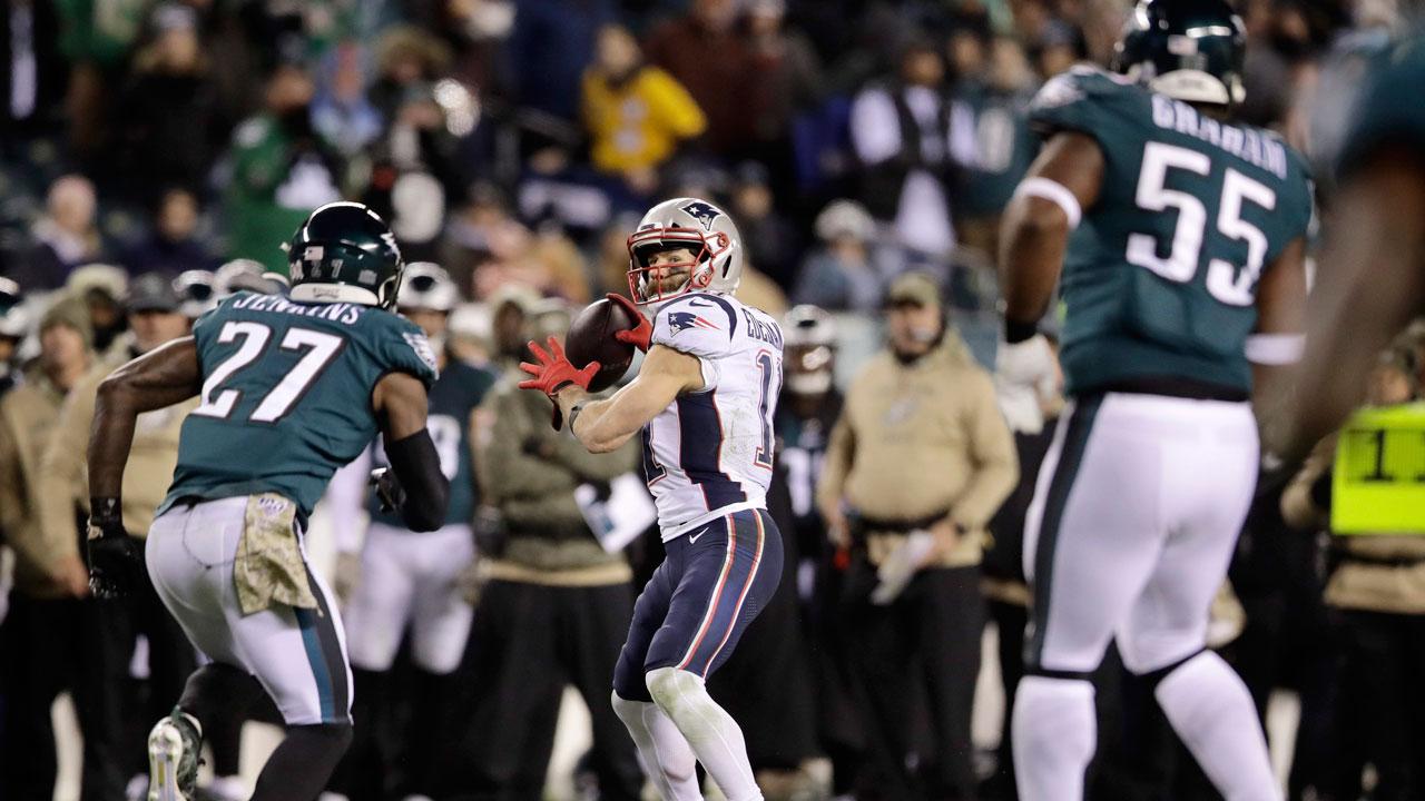 Edelman's touchdown pass leads Patriots over Eagles