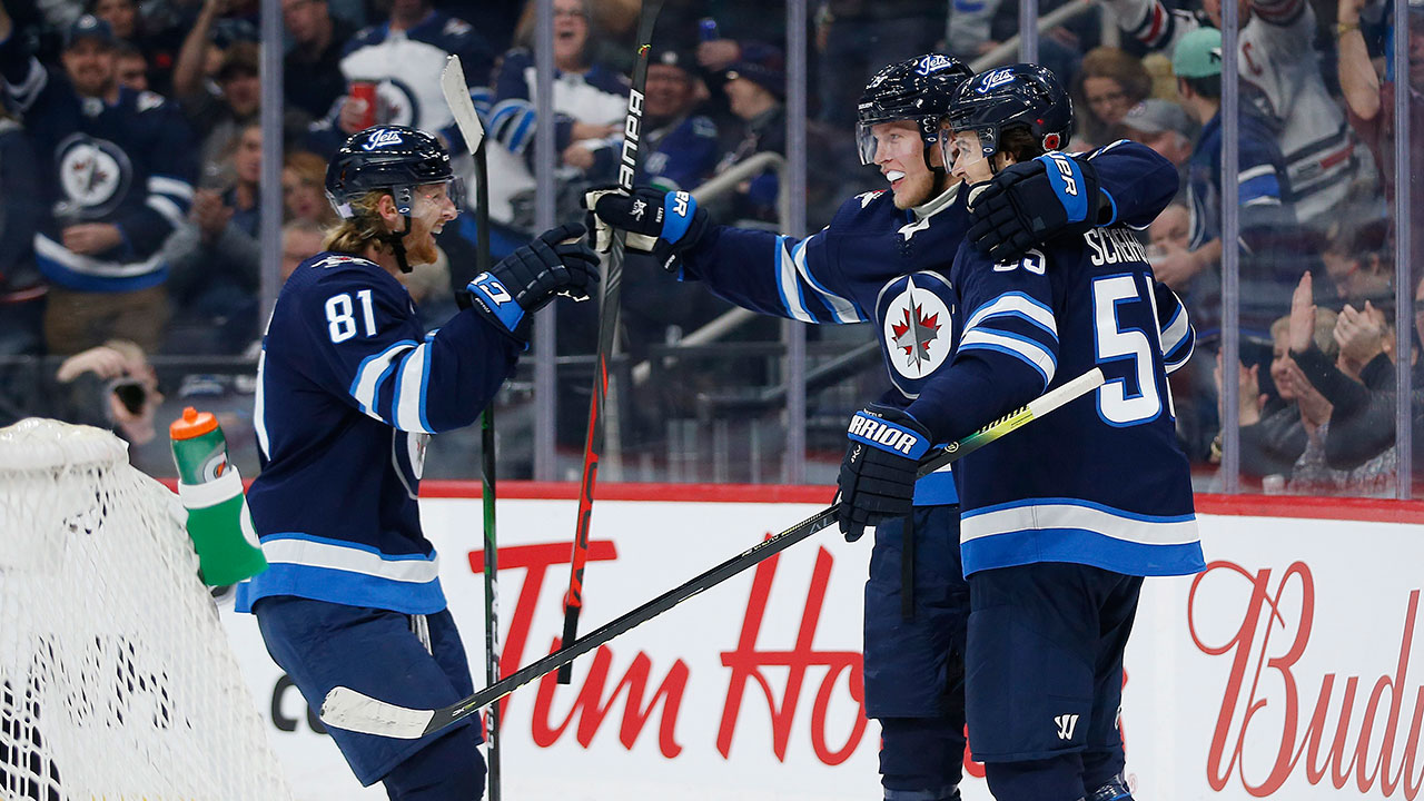 Jets continue dominance over suddenly docile Canucks