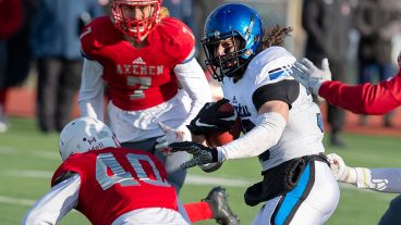montreal-carabins-reda-malki-runs-past-acadia-players