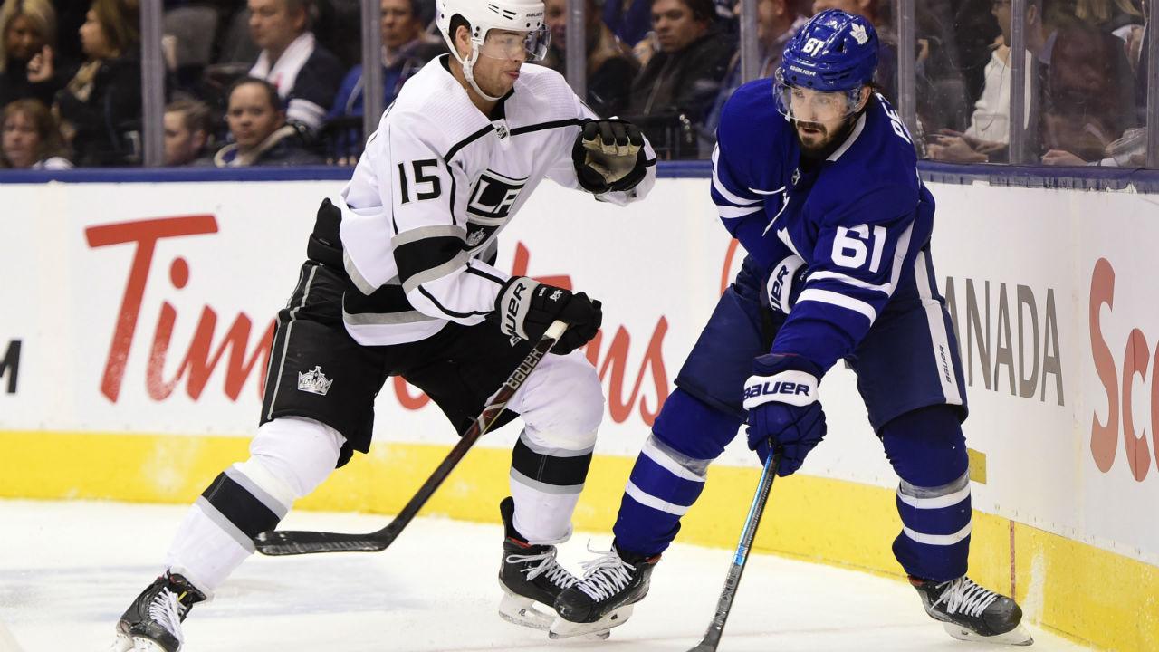 Maple Leafs loan forward Nic Petan to Toronto Marlies