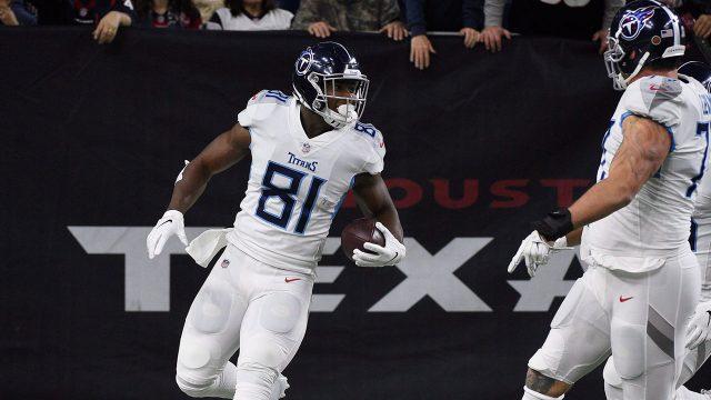 titans-jonnu-smith-celebrates-touchdown-with-teammates