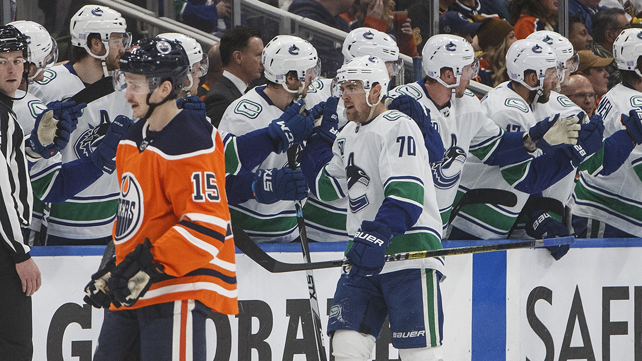 Canucks dodge early-season trend, hold onto lead over first-place Oilers