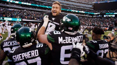 Jets-celebrate-win