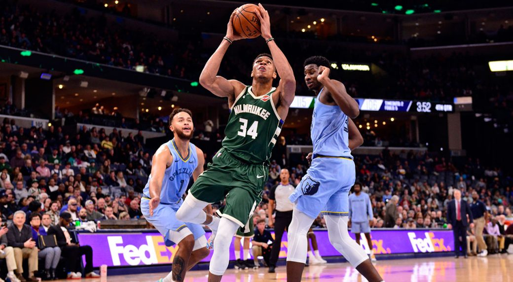 Antetokounmpo scores 37, Bucks top Grizzlies for 17th straight win