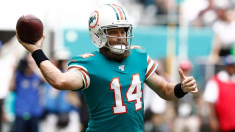 dolphins-ryan-fitzpatrick-throws-against-eagles