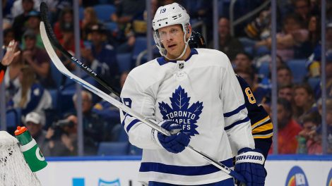 maple-leafs-jason-spezza-skates-against-sabres