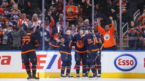 Oilers-celebrate-goal