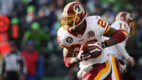 washington-running-back-clinton-portis-runs-with-the-ball