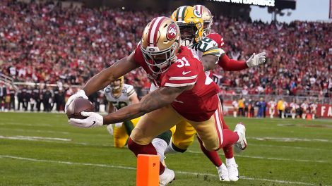 49ers-raheem-mostert-scores-touchdown-against-packers