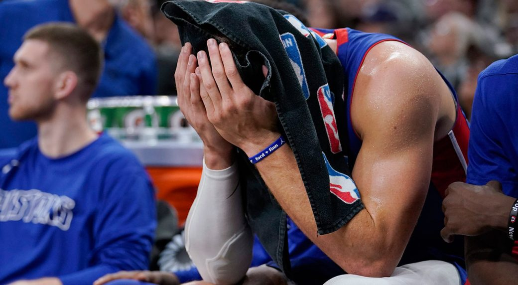 Pistons' Griffin considering season-ending knee surgery