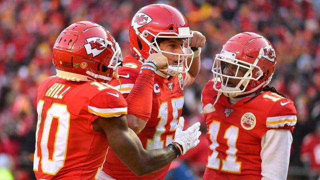 chiefs-patrick-mahomes-celebrates-touchdown-with-teammates