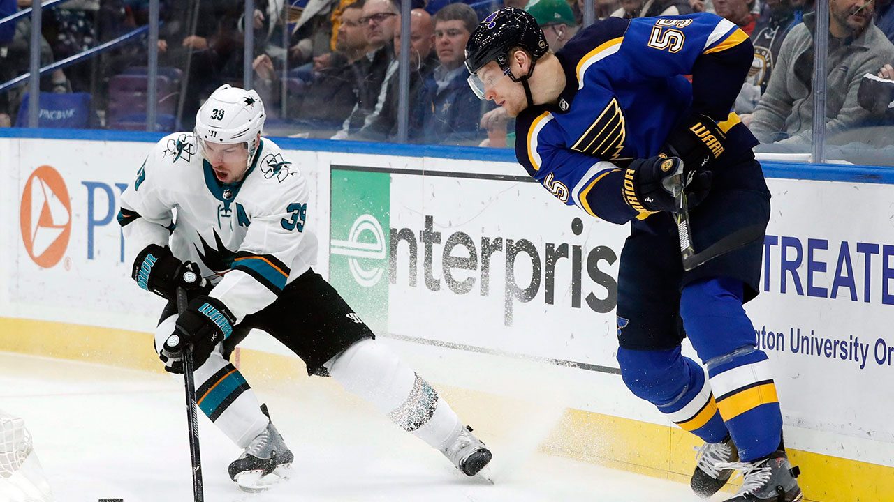 Couture fractures his ankle in St. Louis