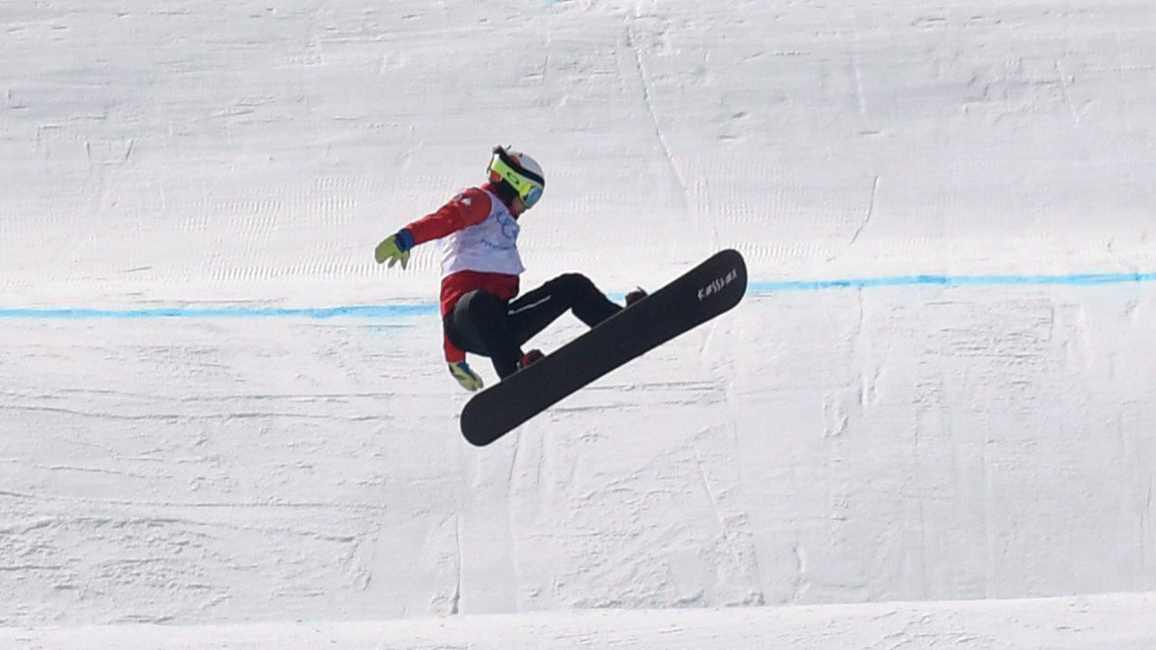 Canadian Eliot Grondin earns 1st career World Cup snowboard cross medal