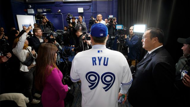stud-off-season-signing-hyun-jin-ryu-speaks-to-the-media-at-his-introductory-press-conference
