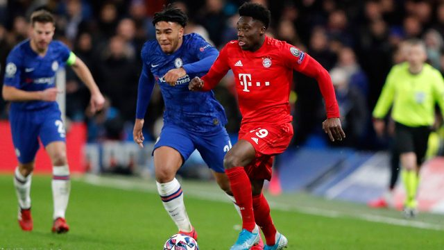bayerns-alphonso-davies-controls-ball-against-chelsea
