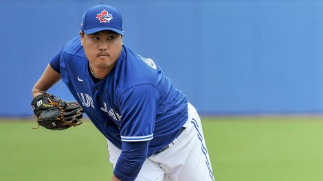 blue-jays-hyun-jin-ryu-throws-at-spring-training