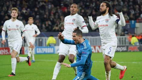 juventus-cristiano-ronaldo-goes-down-against-lyon