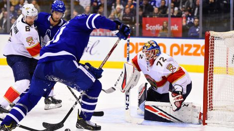 leafs-john-tavares-shoots-on-panthers-sergei-bobrovsky