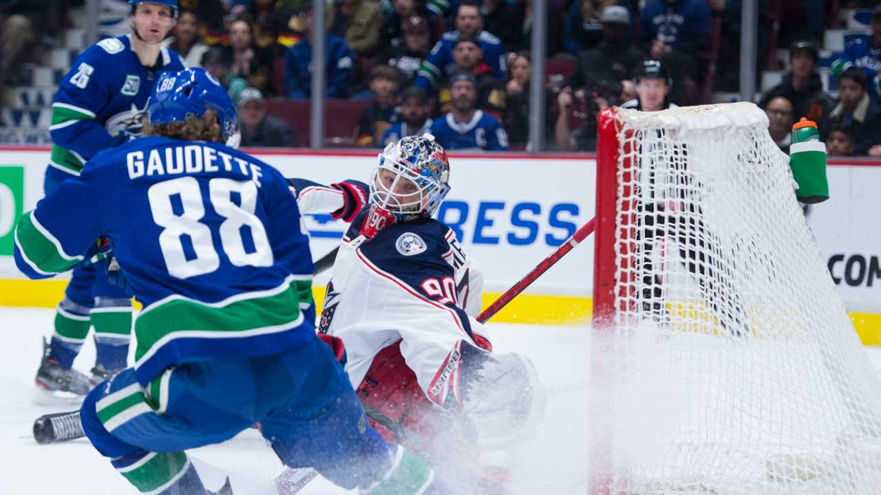Canucks' passive zone system is starting to hobble playoff hopes