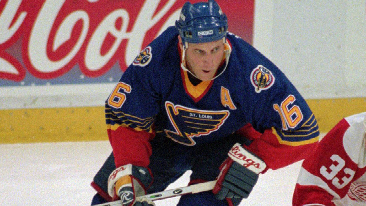 St. Louis Blues legend Brett Hull (16) seen here with the team in 1997