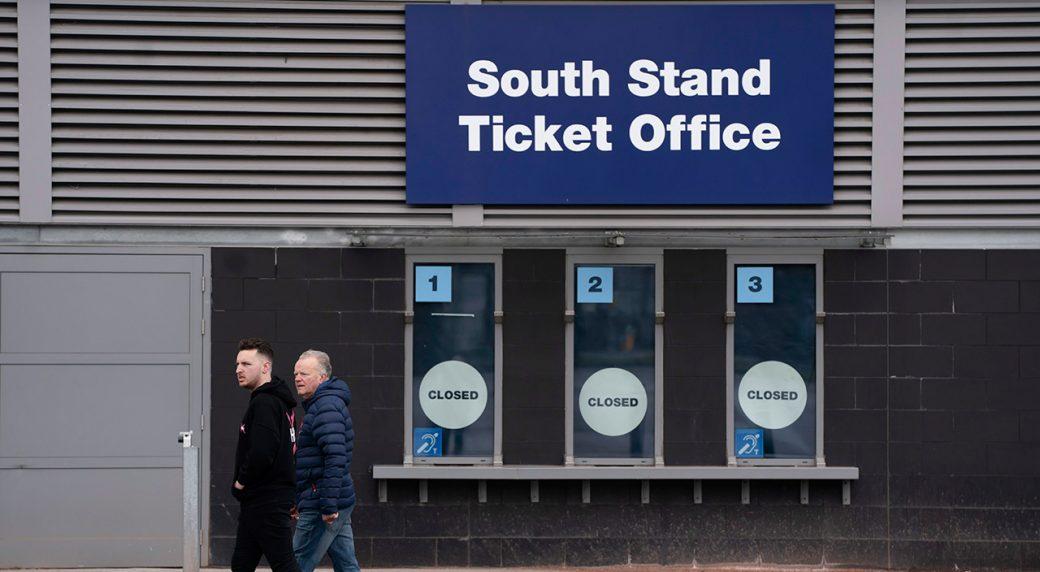 Coronavirus: West Ham boss David Moyes in self-isolation