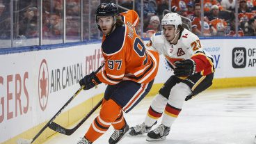 flames-sean-monohan-chases-oilers-connor-mcdavid