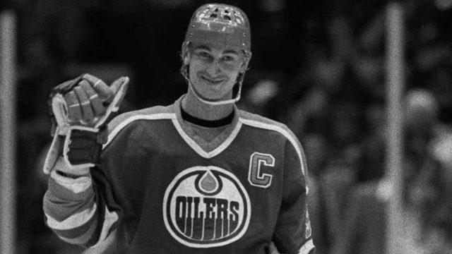 Wayne-Gretzky-in-an-Edmonton-Oilers-uniform