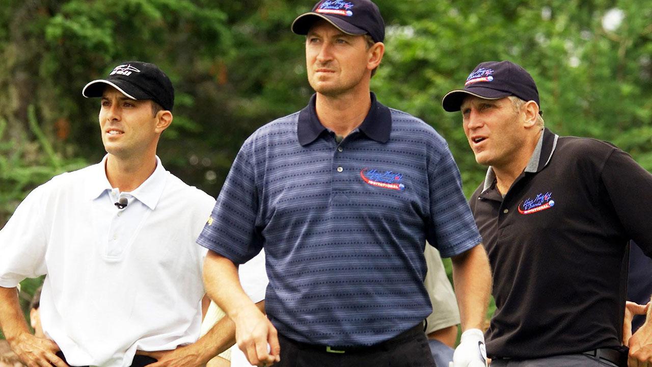 Mike-Weir-Wayne-Gretzky-Brett-Hull-at-Wayne-Gretzky-and-Friends-Invitational-in-2001