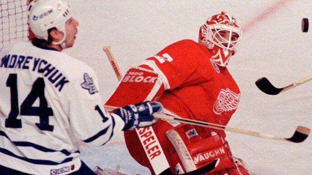 Toronto-Maple-Leafs-Dave-Andreychuk-Dertoit-Red-Wings-goalie-Tim-Cheveldae