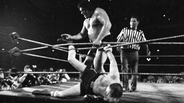 andre-the-giant-tosses-chuck-wepner-out-of-ring