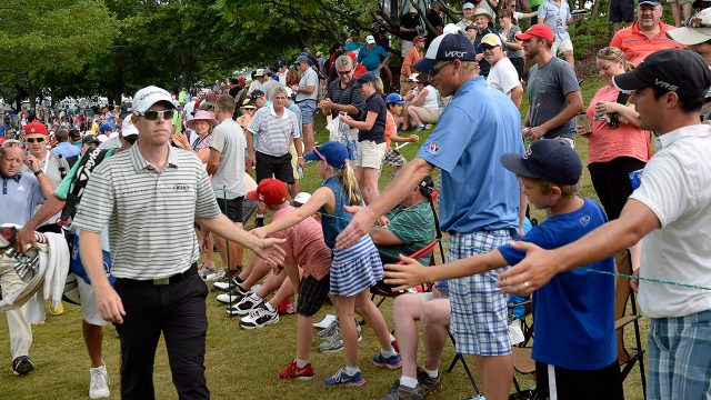 david-hearn-greets-fans-at-2015-canadian-open