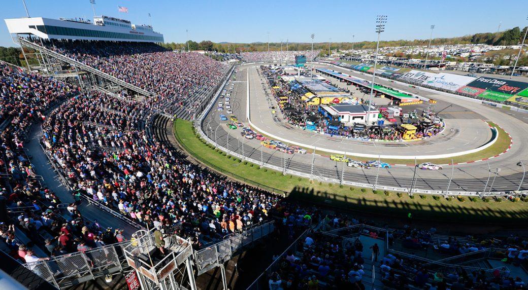 fans-watch-start-of-martinsdale-nascar-race