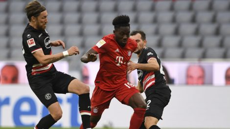 bayern-munichs-alphonso-davies-challenges-for-ball