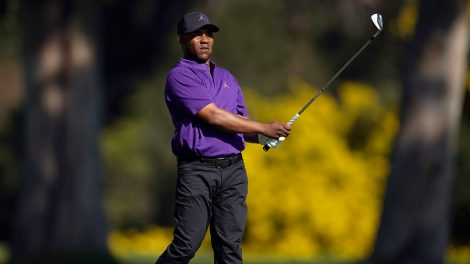 harold-varner-watches-shot-at-genesis-invitational
