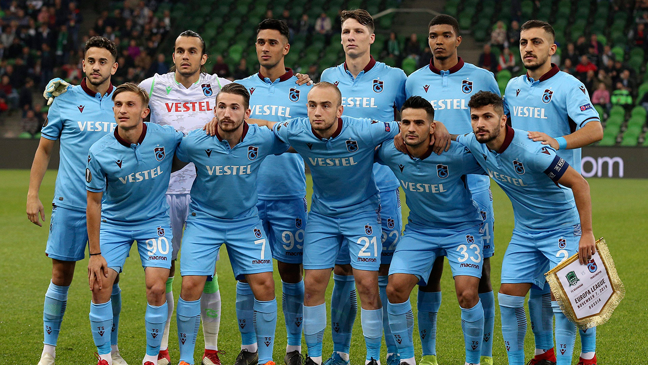 Trabzonspor-team-poses-before-europa-league-match