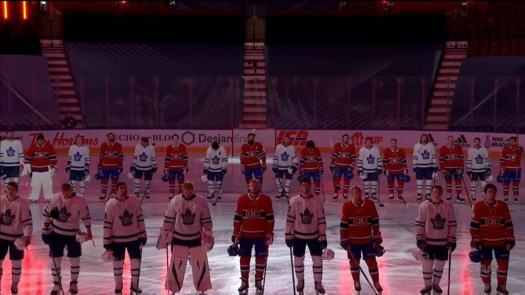 Leafs Canadiens Stand Together During Anthems Before Exhibition Game Sportsnet Ca