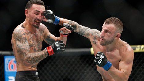 Alexander-Volkanovski-hits-Max-Holloway-at-UFC-245
