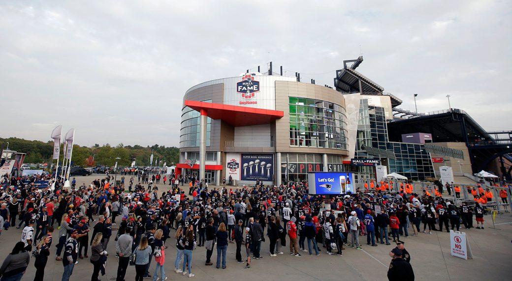 new-england-patriots-gillette-stadium-fans