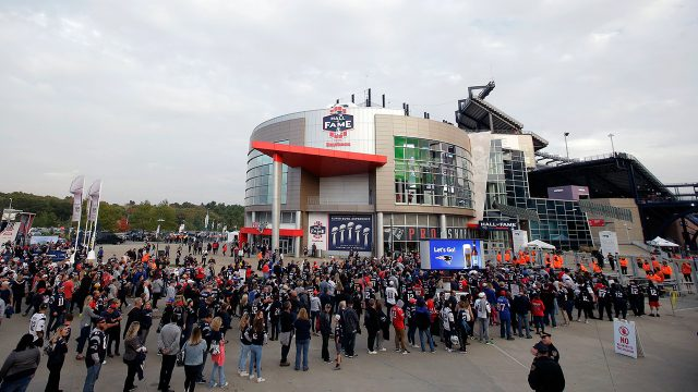 new-england-patriots-gillette-stadium-fans