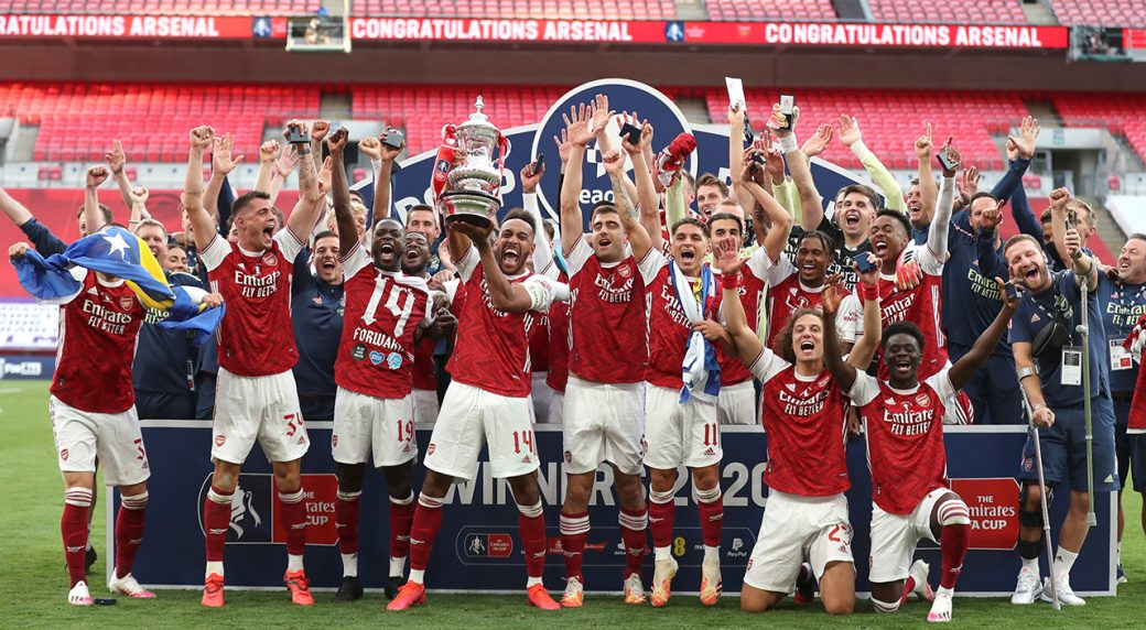 arsenal-lift-fa-cup-trophy-chelsea